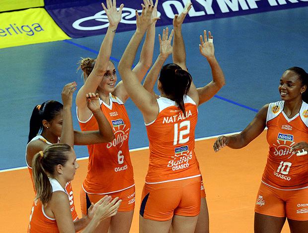 jogadoras do Osasco comemoram vitória na Superliga  (Foto: João Pires / VIPCOMM)