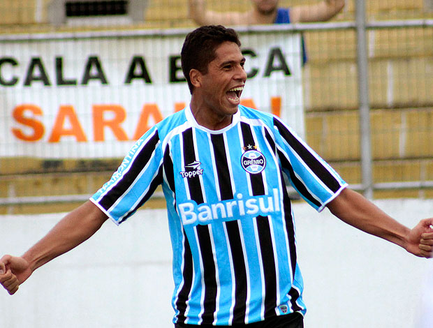 William Magrão comemora gol do Grêmio (Foto: Wesley Santos / PressDigital)