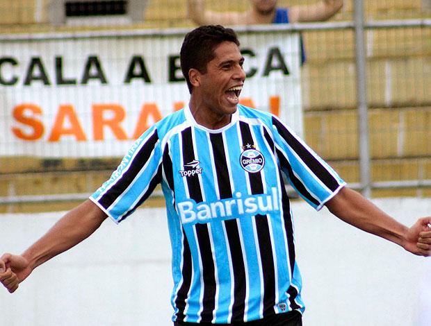 William Magrão comemora gol do Grêmio (Foto: Wesley Santos / PressDigital)