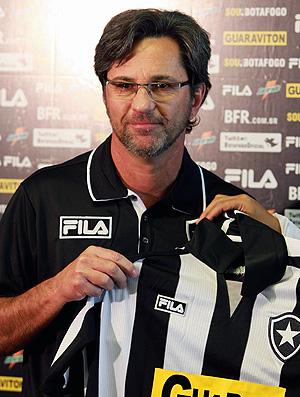 Caio Junior é apresentado no Botafogo (Foto: Fernando Maia / Agência O Gobo)