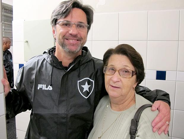 Caio Junior mãe Geni Botafogo (Foto: Gustavo Rotstein / Globoesporte.com)
