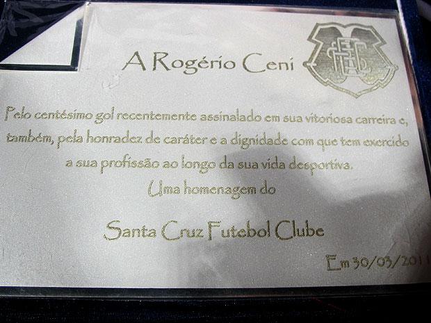 placa rogerio ceni são paulo Santa cruz (Foto: Marcelo Prado / Globoesporte.com)