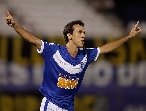 thiago ribeiro cruzeiro gol guarani-par (Foto: agência AP)