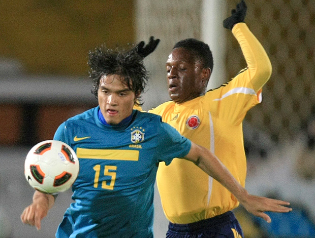 Misael Brasil Cristian Palomeque colômbia sub17 (Foto: AP)