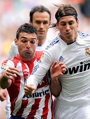 Nacho Novo Sporting Gijón Sergio Ramos Real Madrid (Foto: AFP)