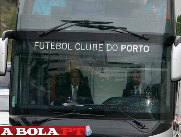 ônibus Porto (Foto: Reprodução / A Bola)