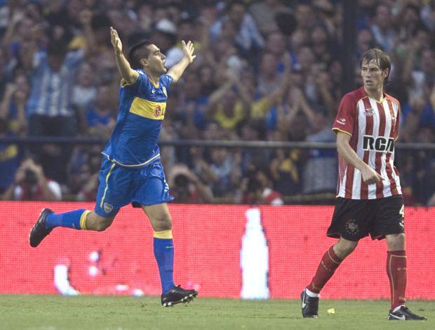 Riquelme comemora gol do Boca Juniors contra o Estudiantes (Foto: EFE)