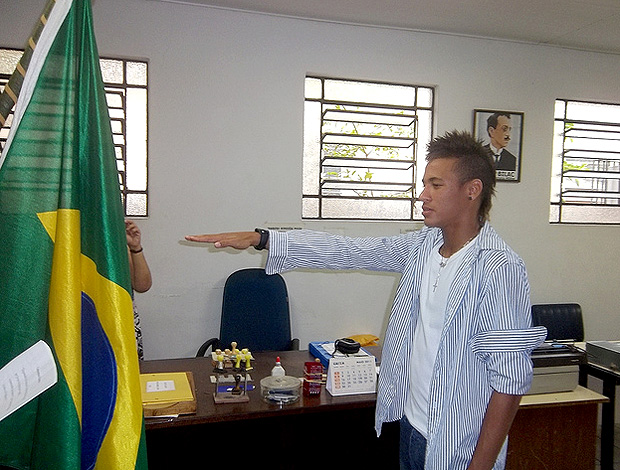 Neymar jura bandeira quartel (Foto: Flickr do Santos)