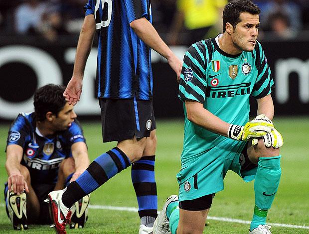 Julio Cesar sofre gol na partida do Inter de Milão contra o Schalke (Foto: EFE)