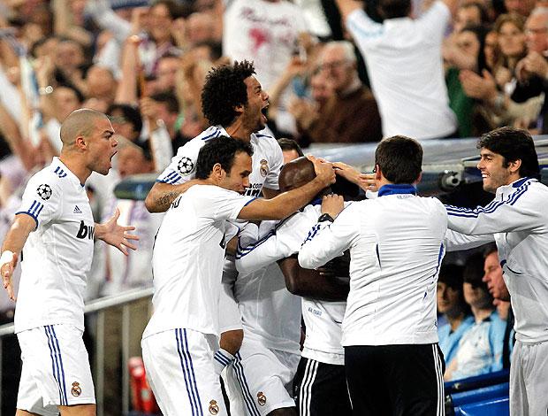 jogadores do Real Madrid comemoram gol contra o Tottenham (Foto: Reuters)