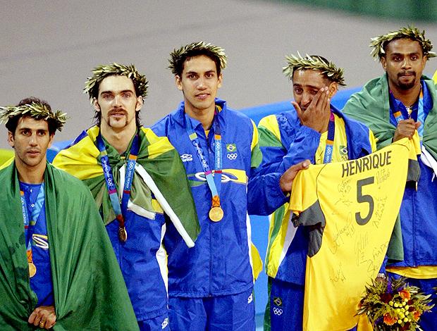 vôlei homenagem Henrique 2004 (Foto: Reuters)