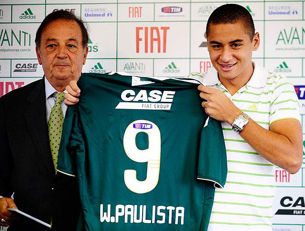 Wellington Paulista é apresentado no Palmeiras (Foto: Marcos Ribolli / GLOBOESPORTE.COM)