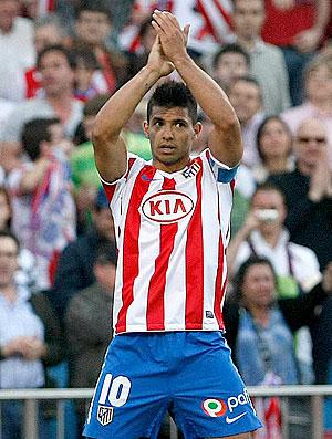 Aguero comemora gol do Atlético de Madrid contra o Real Sociedad (Foto: EFE)