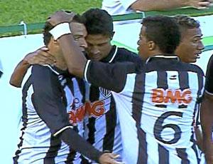 FRAME jogadores comemoram gol do Atlético-MG (Foto: Reprodução / Sportv)