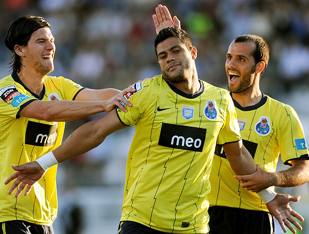 Hulk comemora gol do Porto contra o Portimonense (Foto: AFP)
