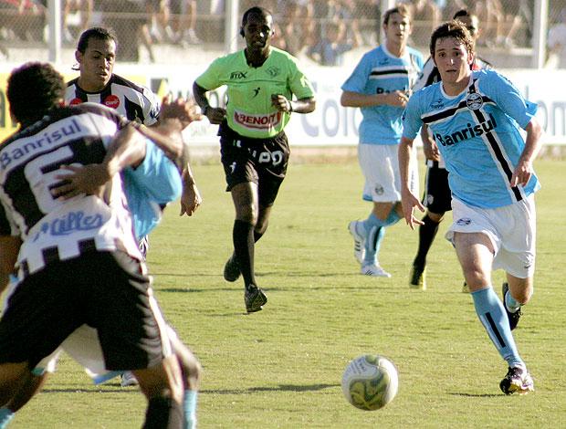 Mario Fernandes na partida do Grêmio contra o Santa Cruz (Foto: Wesley Santos / PressDigital)