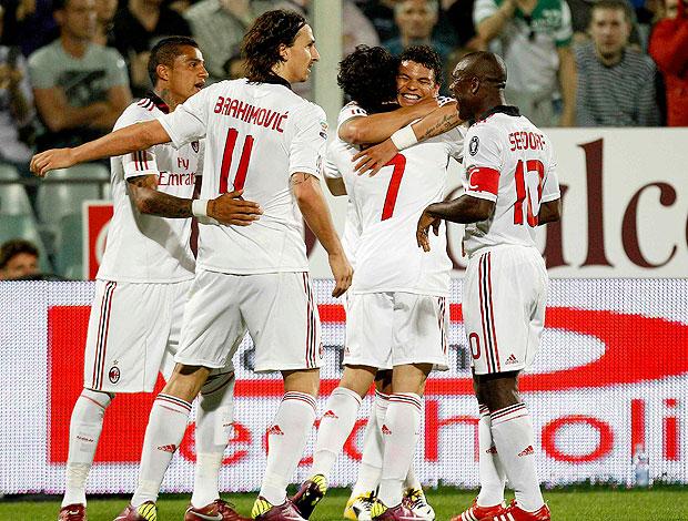 jogadores do Milan comemoram gol de Pato (Foto: Reuters)