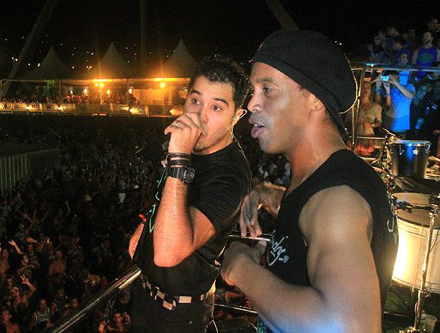 Ronaldinho Gaúcho e Tomate em Micareta (Foto: Fred Pontes / Divulgação)