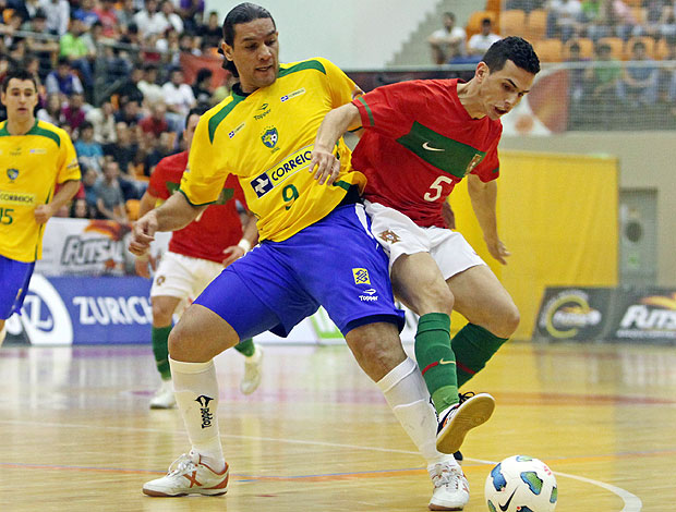 lance da partida entre Brasil e Portugal no futsal (Foto: Divulgao)
