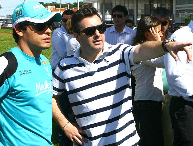 Stock Car: Marcos Gomes conversa com Maurício Slavieiro (Foto: Bruno Terena)