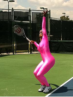 Serena Williams tênis macacão rosa   (Foto: Reprodução/Twitter)