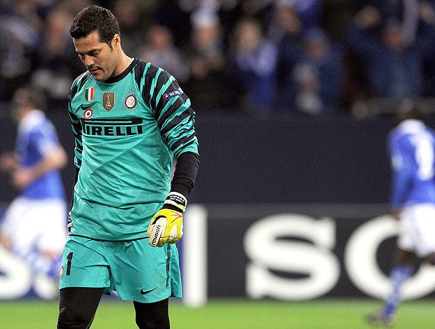 Julio Cesar sofre gol na partida do Inter de Milão contra o Schalke (Foto: AFP)
