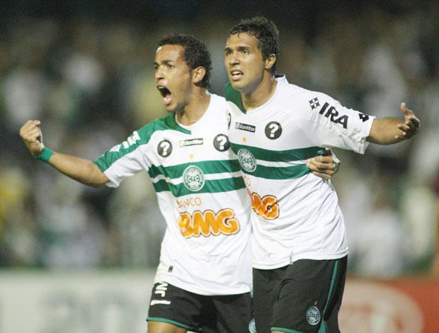 Comemoração Davi e Rafinha Coritiba x Caxias (Foto: Agência Estado)