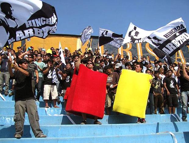 torcida do árbitro Victor Hugo Rivera no Peru (Foto: Divulgação)
