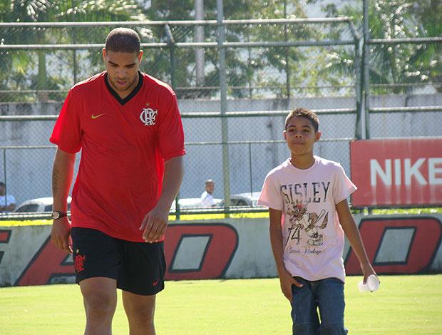 tiago irmão de adriano no treino do Flamengo (Foto: Eduardo Peixoto / Globoesporte.com)