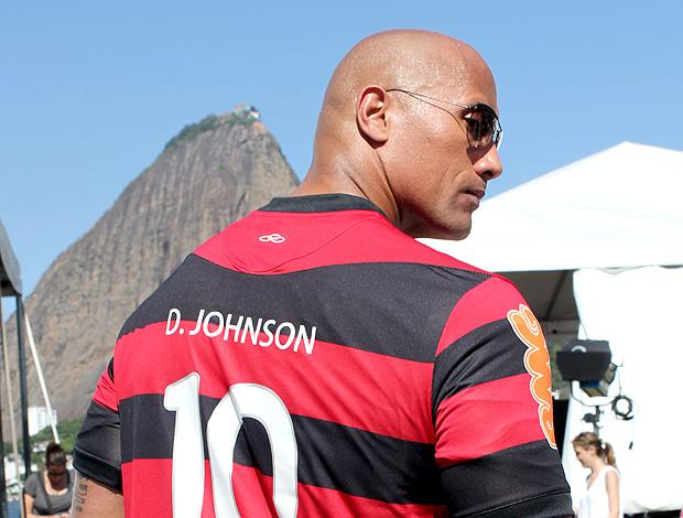 The Rock camisa Flamengo veloses e furiosos (Foto: Rafael França / Fla Imagem)