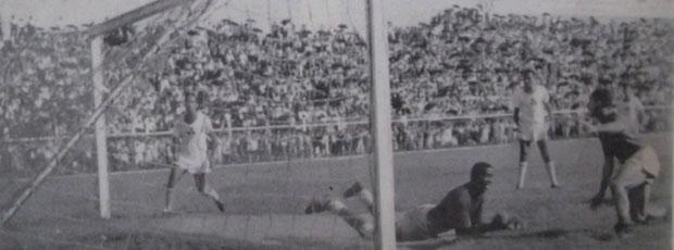 Guanxuma faz o gol do primeiro acesso do XV de Jaú (Foto: Divulgação)