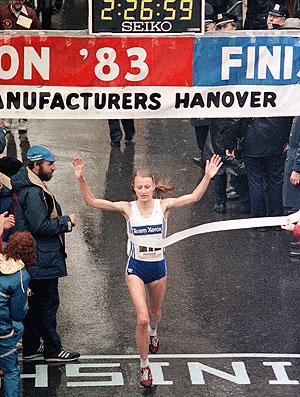 Grete Waitz, atleta nove vezes vencedora da maratona de Nova York (Foto: AP)