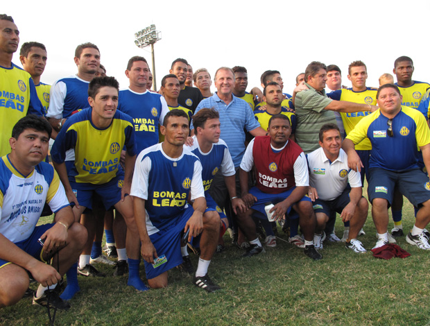 Zico visita treinamento do Horizonte (Foto: Carlos Mota / Globoesporte.com)