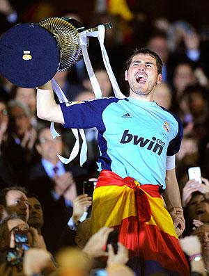 Casillas comemora título da Copa do Rei contra o Barcelona (Foto: EFE)