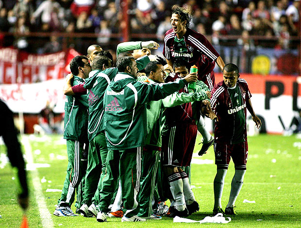 jogadores do Fluminense comemoram gol contra o Argentino Juniors (Foto: Agência Photocâmera)
