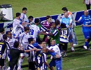FRAME confusão após o jogo de Avaí e Botafogo (Foto: Reprodução)