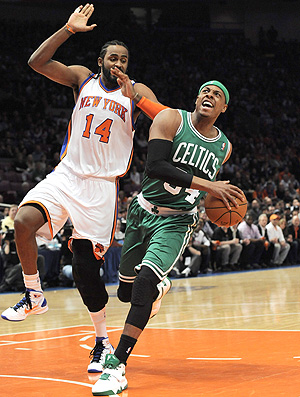 Ronny Turiaf New York Knicks Paul Pierce Boston Celtics (Foto: EFE)