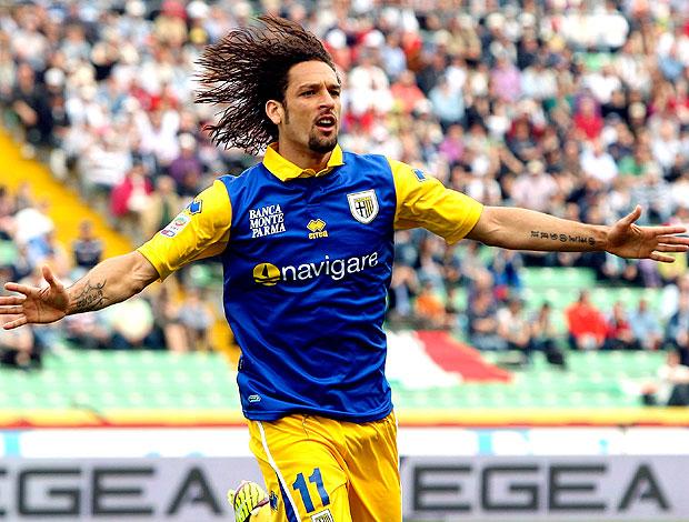 Amauri comemora gol do Parma contra o Udinese (Foto: AP)