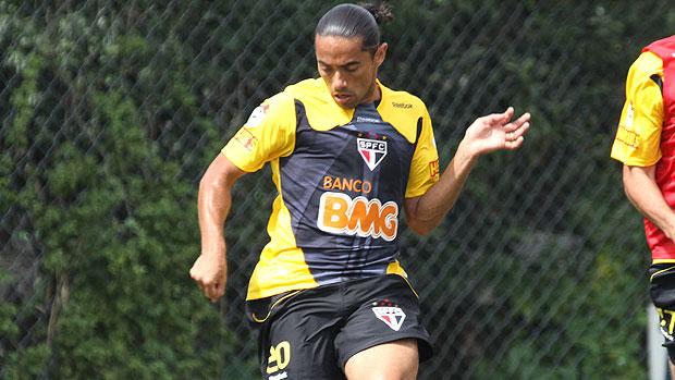 Carlinhos Paraíba no treino do São Paulo (Foto: Luiz Pires / VIPCOMM)