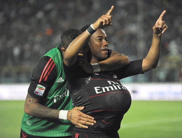 Comemoração Robinho Milan (Foto: AFP)
