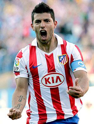 Sergio Aguero comemora gol do Atlético de Madrid contra o Levante (Foto: EFE)