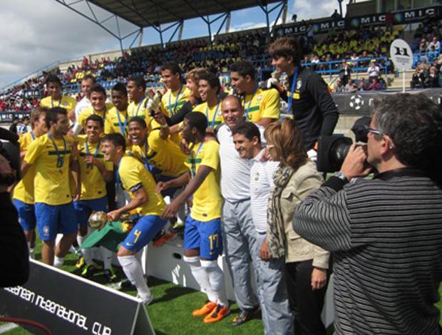 Rogério Maia e Seleção Sub 18 (Foto: Divulgação)