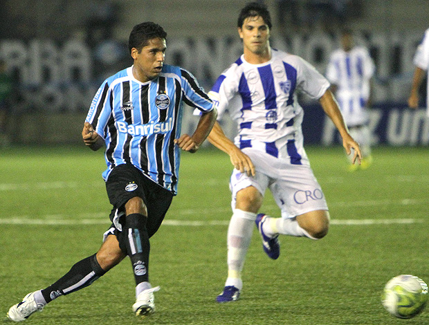 Willian Magrão na partida do Grêmio contra o Cruzeiro-RS (Foto: Ag. Estado)