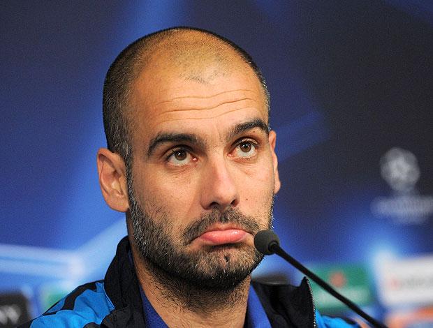 Pep Guardiola na coletiva do Barcelona (Foto: Getty Images)