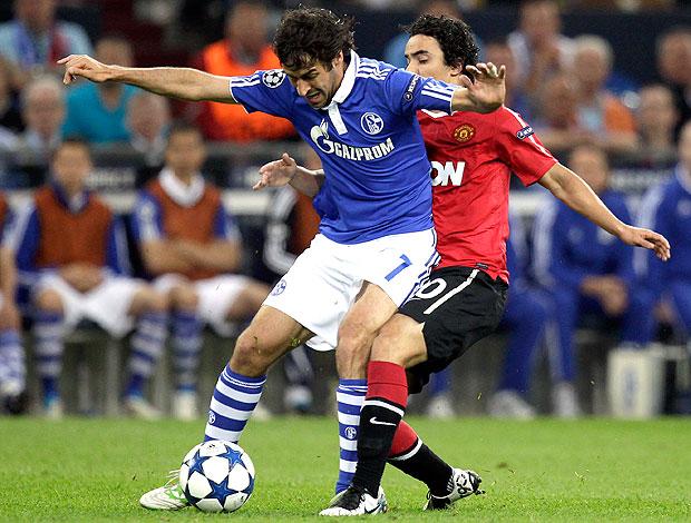 Raul na partida do Manchester United contra o Schalke (Foto: AP)