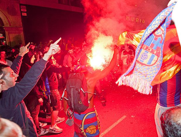 torcida do Barcelona faz a festa nas ruas após vitória sobre o Real Madrid (Foto: EFE)