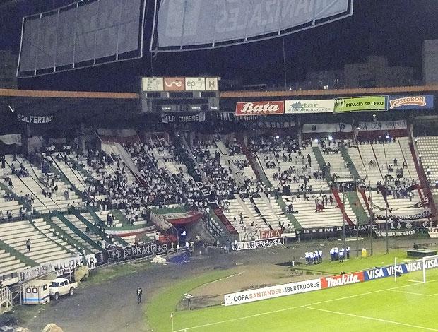 Torcida estádio Palogrande (Foto: Fernando Martins / Globoesporte.com)