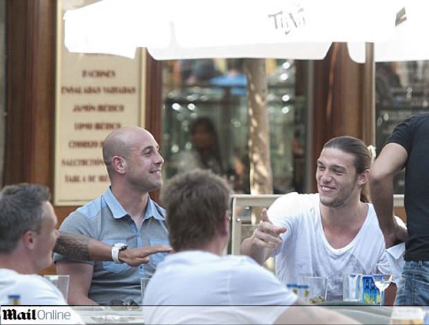 andy carroll raul meireles reina cahill glen johnson bar liverpool (Foto: reprodução Daily Mail)