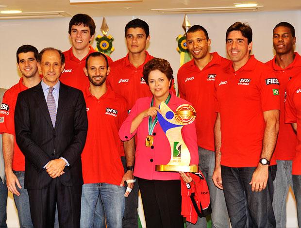 Dilma Rousseff Sesi camisa da Superliga  (Foto: José Cruz/ABr)