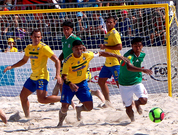 benjamin brasil gol méxico futebol de areia (Foto: Divulgação)